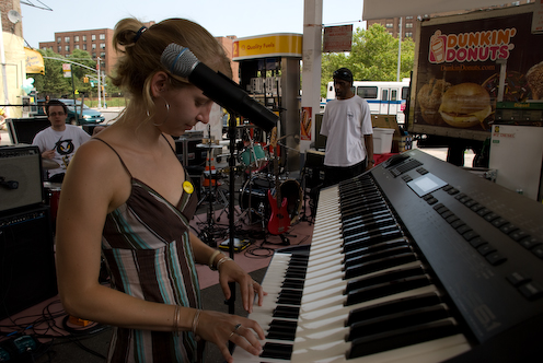 photo ~ Jessica Shearer (Tramponaline, Manyc Records) ~ 2008-06-29 ~ Carnival ~ sputnyc