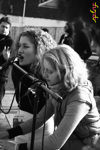 photo ~ Gabrielle, Jessica ~ 2008-11-02 ~ Manyc Records at New York City Marathon 2008 ~ sputnyc