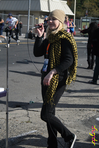 photo ~ enjoying a lovely day ~ 2008-11-02 ~ Manyc Records at New York City Marathon 2008 ~ sputnyc