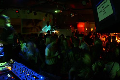 photo ~ sputnyc Carnival at Pianos ~~ all photos by Elektra Carras ~ 2009-10-17 ~ Carnival ~ sputnyc
