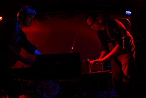 photo ~ Rob Paterson, Colin Kasprowicz (Multiple Mono, Manyc Records) ~ 2009-10-17 ~ Carnival ~ sputnyc