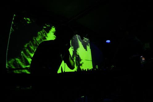 photo ~ Mousky (Red Light, Manyc Records) ~ 2009-10-17 ~ Carnival ~ sputnyc
