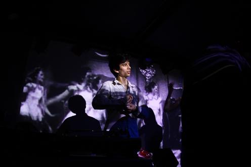 photo ~ reveler ~ 2009-10-17 ~ Carnival ~ sputnyc