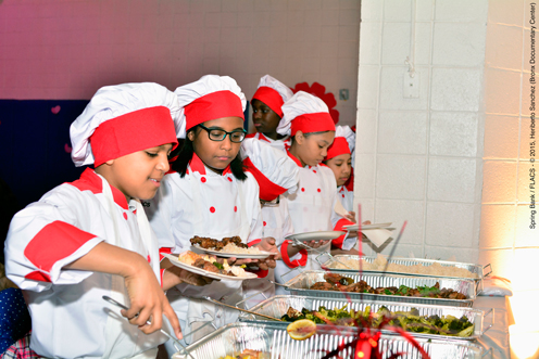 photo ~ junior chefs preparing plates for themselves ~ Heriberto Sanchez ~ 2015-02-27 ~ Spring Bank presents Healthy Hearts ~ sputnyc